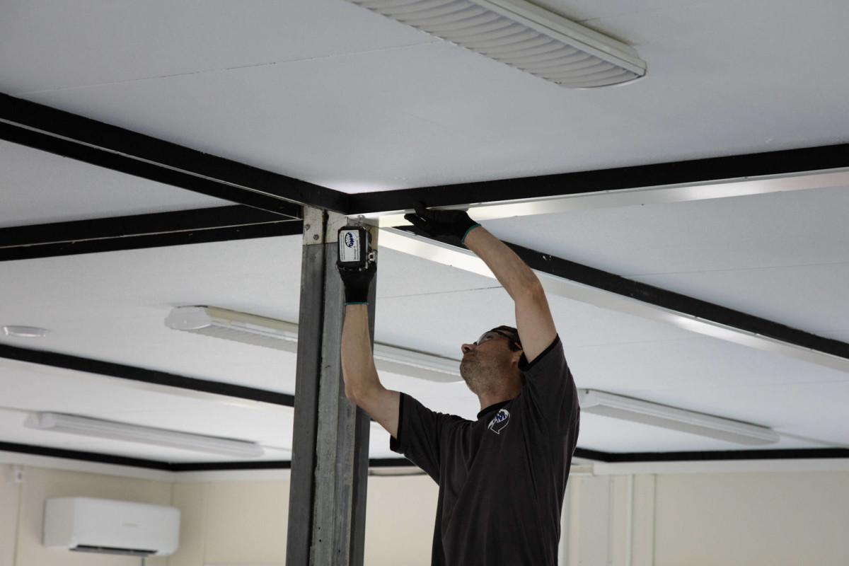 Elektro bedrijf Dordrecht bezig met installatie voor een zakelijke klant