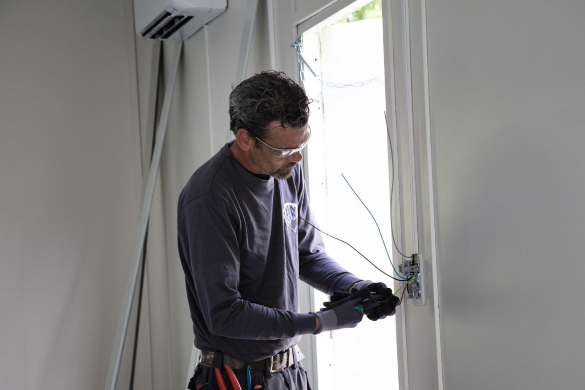 installatiebedrijf Dordrecht bezig met een installatie klus